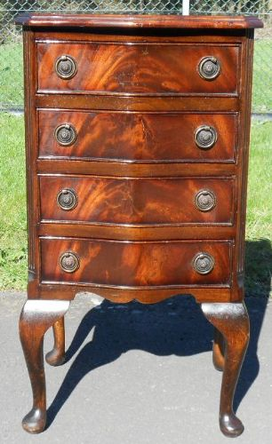 Small Mahogany Chest of Drawers